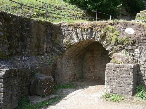 Entrada al sotano en el Anfiteatro de Treveris