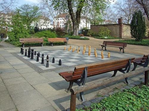 Tablero de ajedrez en el parque Bethmann