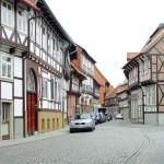 Ruta por las casas con marcos de madera