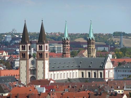 Catedral de Wurzburgo en el frente