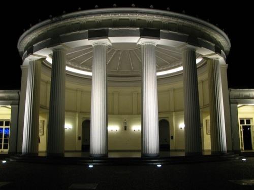 Elisenbrunnen en la noche
