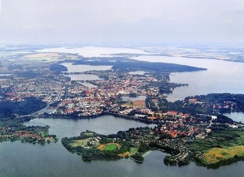 Schwerin rodeada por sus lagos