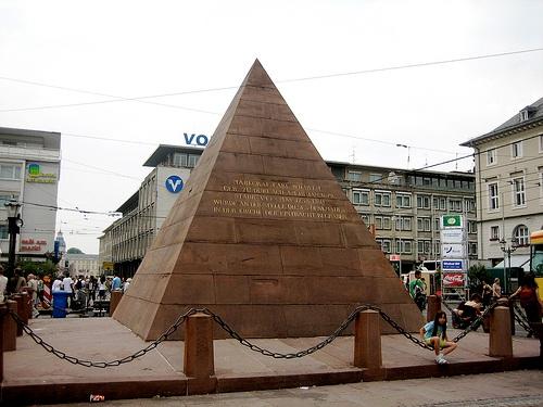 Piramide en Marktplatz
