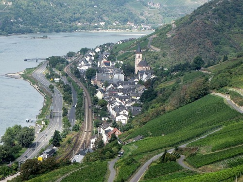 Rheinsteig junto al Rio Rin